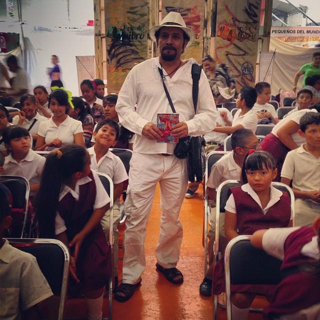 El poeta Rubén Rivera antes de una de las actividades del Encuentro